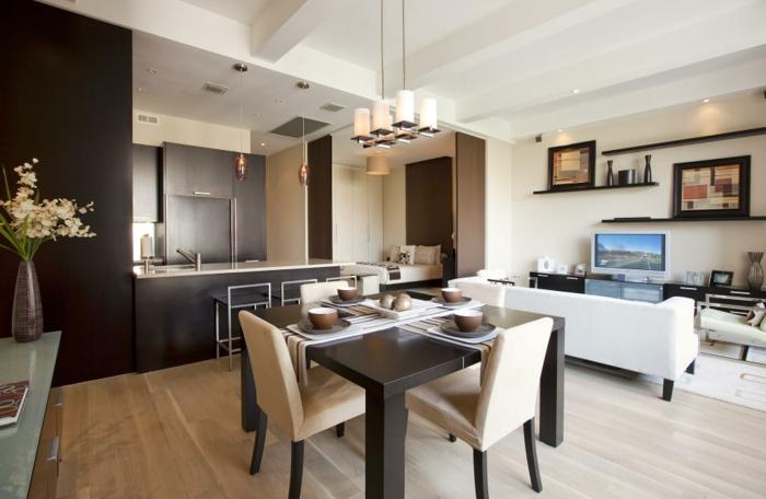 wohnküche mit essbereich und kleinem wohnzimmer in braun weiß