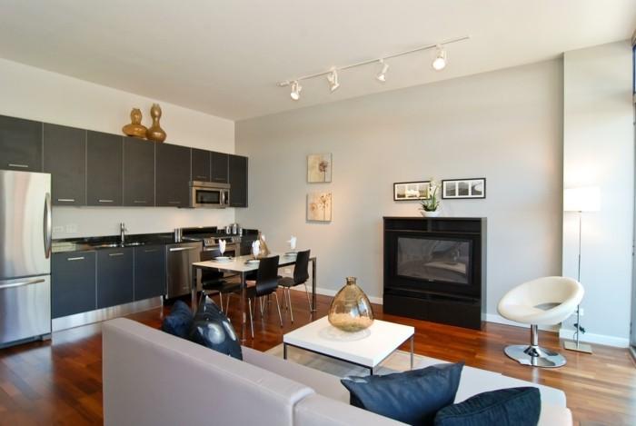 wohnküche mit kleinem stilvollen essbereich