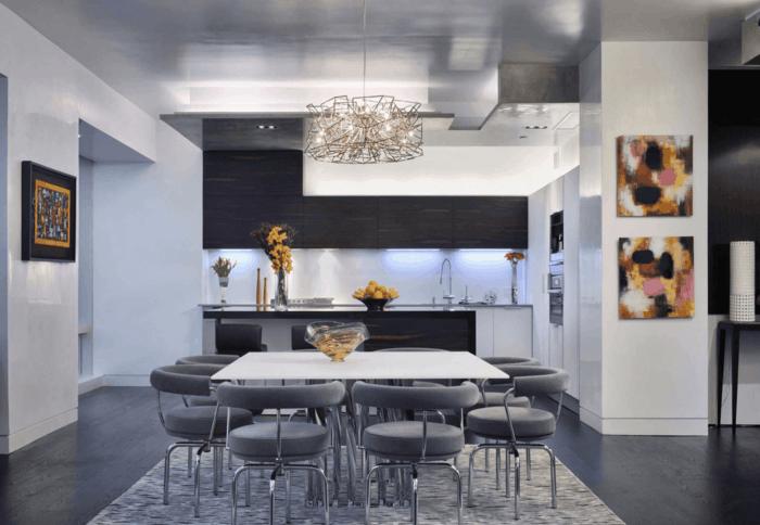 wohnküche stilvolle kleine küche und eleganter essbereich mit grauen stühlen