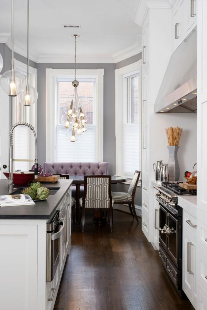 wohnküche stilvoller essbereich und dunkler bodenbelag