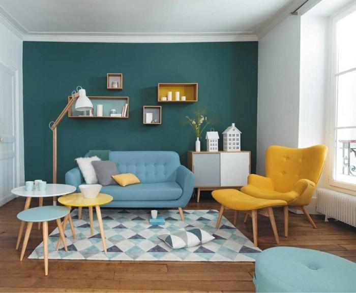 wohnzimmer gestalten gelb und blau kombinieren und geometrische muster einbeziehen