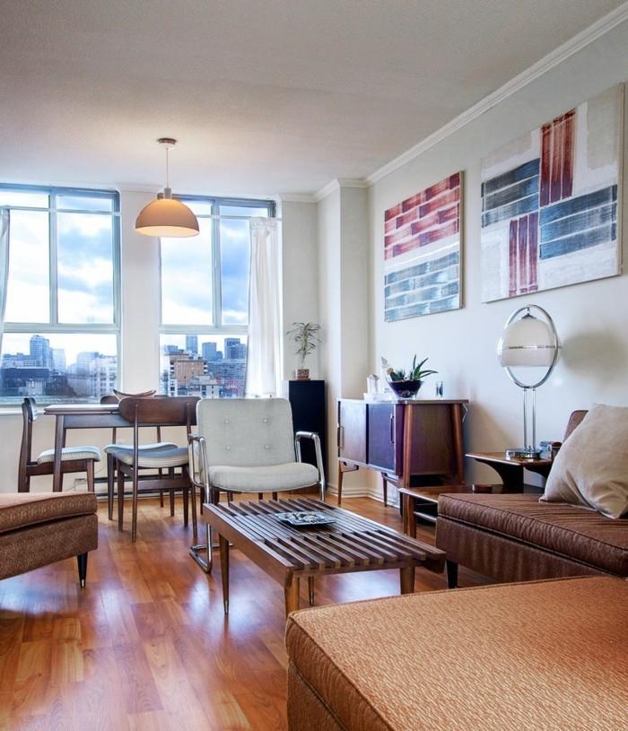 wohnzimmer gestalten moderner wohnbereich mit schöner wanddeko und bequemen stühlen