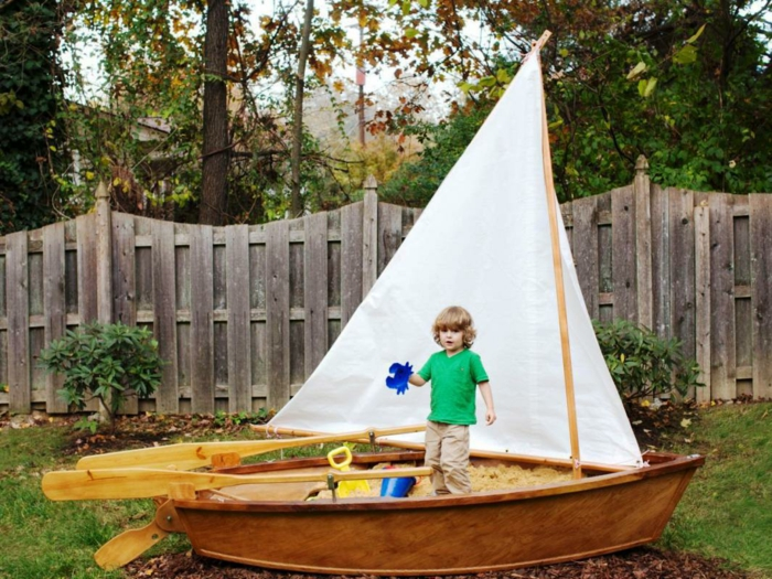 Sandkasten selber bauen mit malbrett stühle schiff