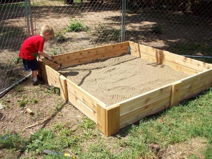Sandkasten selber bauen spielplattform kombi holzbrett
