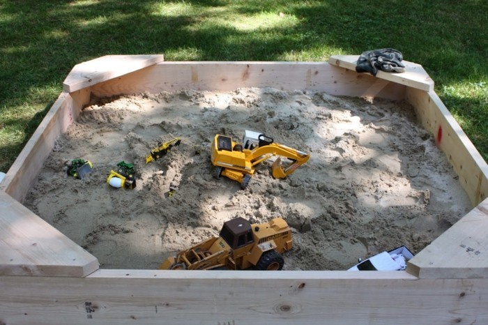 Sandkasten selber bauen spielplattform kombiniert helles holz