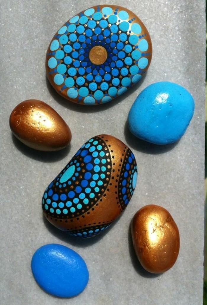 blau gold bemalene steine bastelideen mit farben