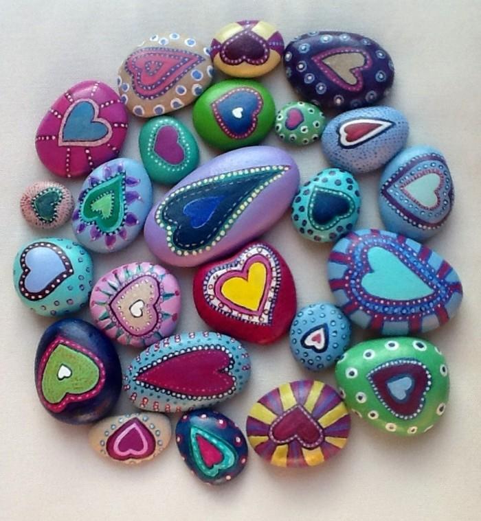bunte herzen auf steine malen malideen für kinder