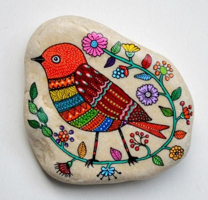bunter vogel steine bemalen motiv