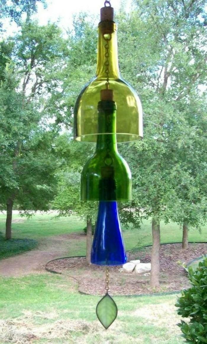 deko selber machen für den garten mit weinflaschen