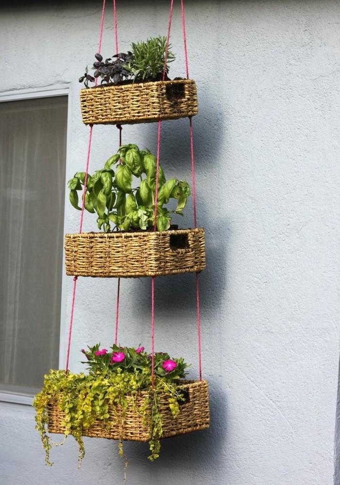 deko selber machen pflanzenbehälter im garten aufhängen