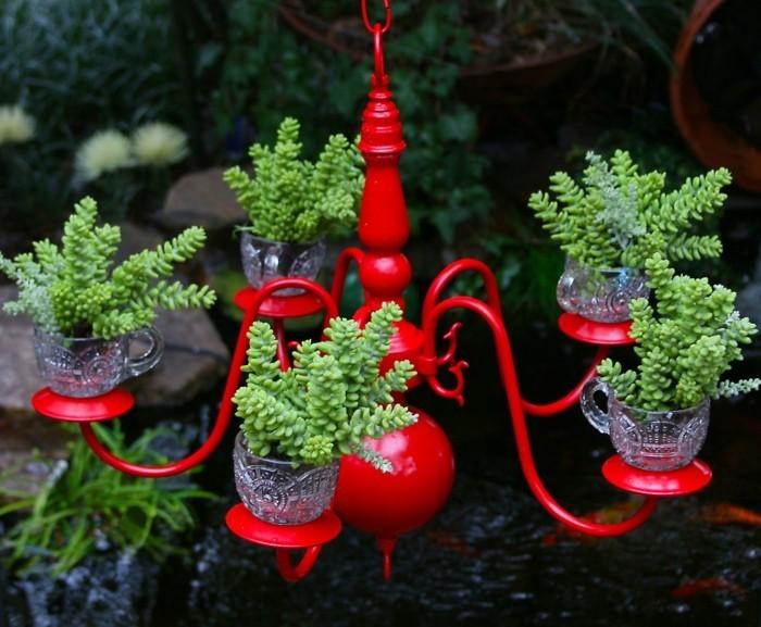 deko selber machen roter leuchter der die rolle von einem pflenzenbehälter erfüllt