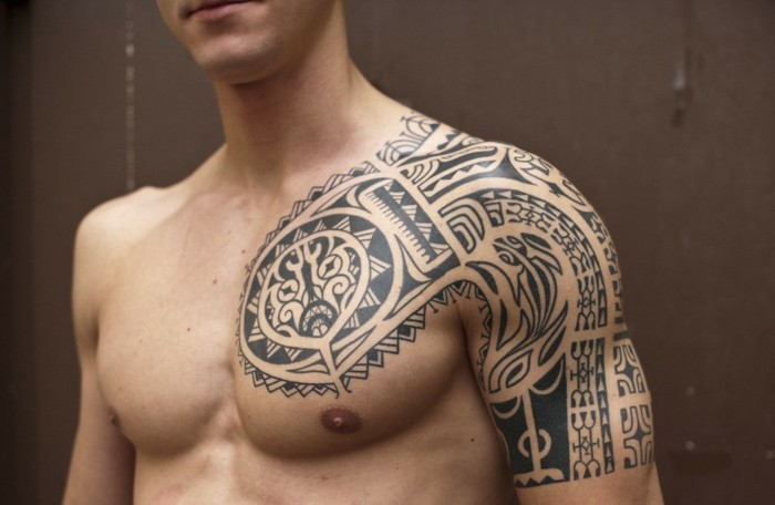echse motive tribal tattoo oberarm
