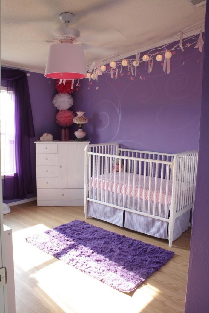 einrichtungsideen für das kinderzimmer lila wandfarbe und lila teppich