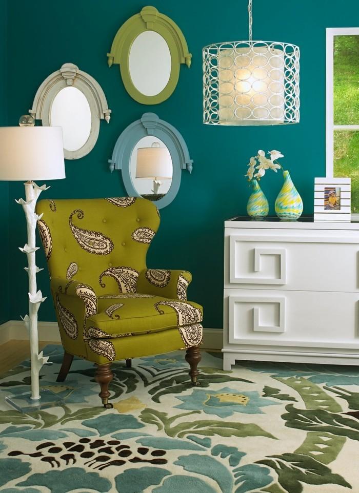 einrichtungsideen-für-den-herbst-dunkelgrüne-wände-und-farbige-muster