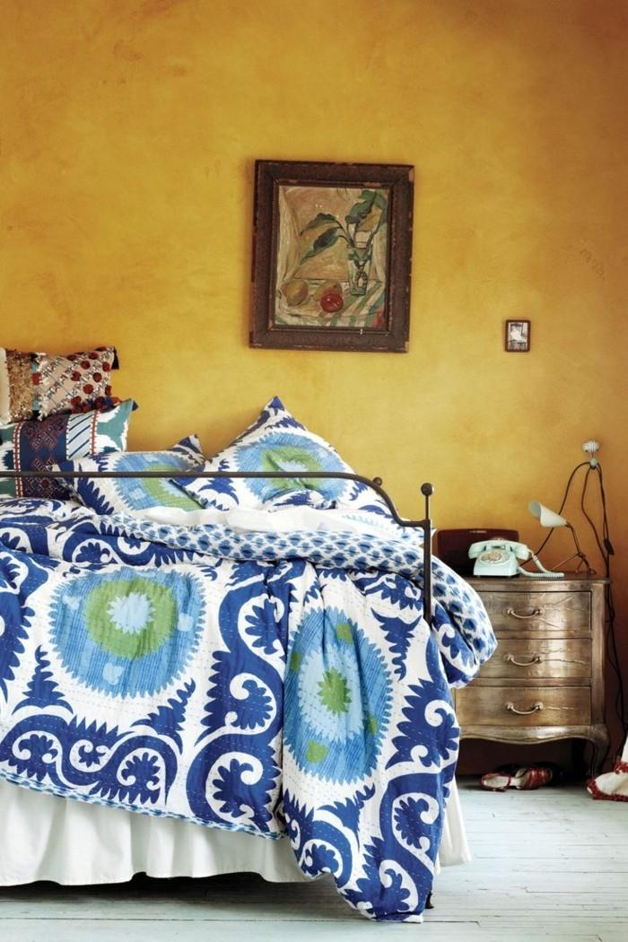 einrichtungsideen in gelb frische schlafzimmerwände und bettwäsche in blautönen