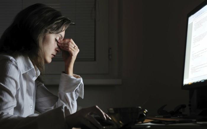 elektrosmog lange vor dem computer arbeiten hat negative folgen auf die gesundheit