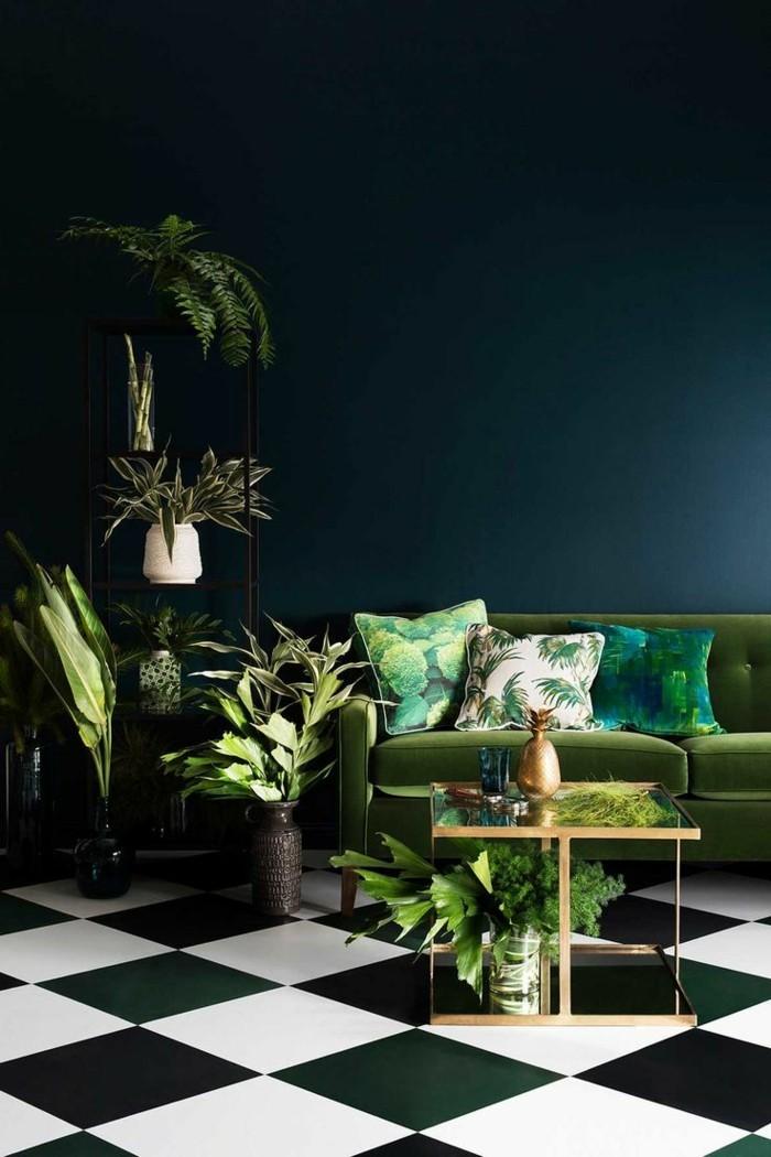 farben für den kommenden herbst dunkelgrüne wandfarbe und viele pflanzen