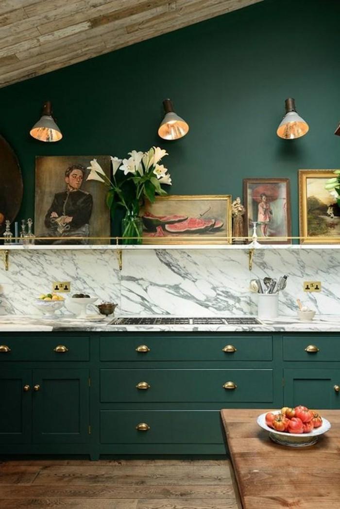 farben im innendesign küche mit dunkelgrünen küchenschränken