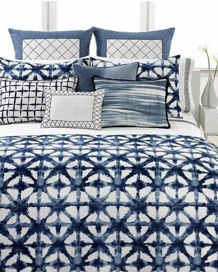 farben im modernen schlafzimmer indigo und weiß für die bettwäsche