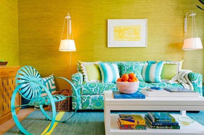 farben im wohnzimmer kombinieren gelbe wandgestaltung und grüner teppich und möbel