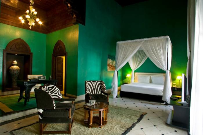 farben trendige farbtöne im modernen schlafzimmer jagdegrüne wände