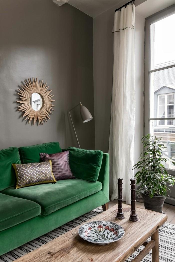 farbgestaltung ideen für das moderne wohnzimmer grüner sessel und neutrale wandfarbe