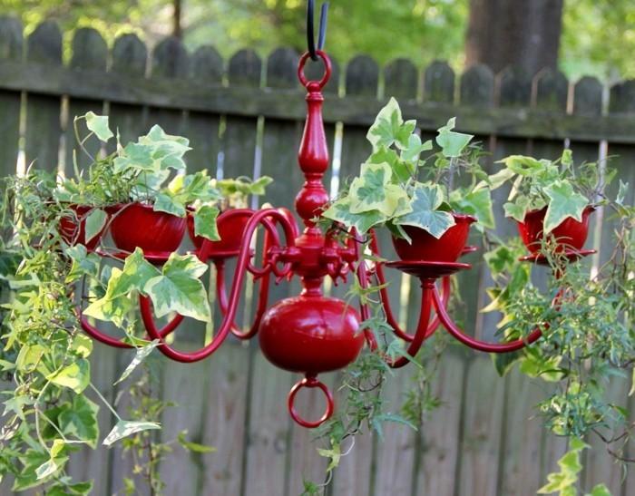 gartendeko selbstgemacht roter leuchter in pflanzenbehälter verwandeln