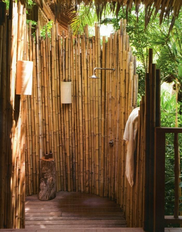 gartendusche bambus trägt zu einem rustikalen look bei