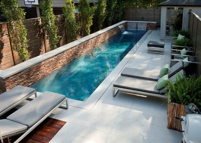 gartenideen modernes schwimmbecken und gartenliegen um den poolbereich