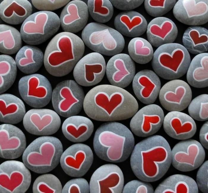 herzen auf steine malen diy dekoidee mit farben