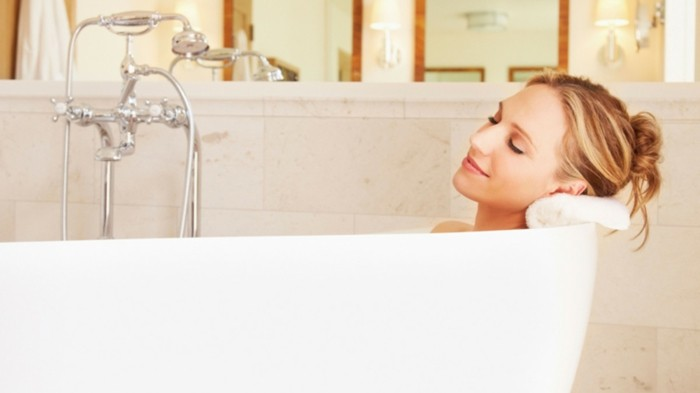 hygge sich in der badewanne entspannen