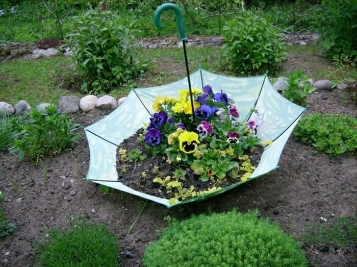 ideen für den garten regenschirm als pflanzenbehälter