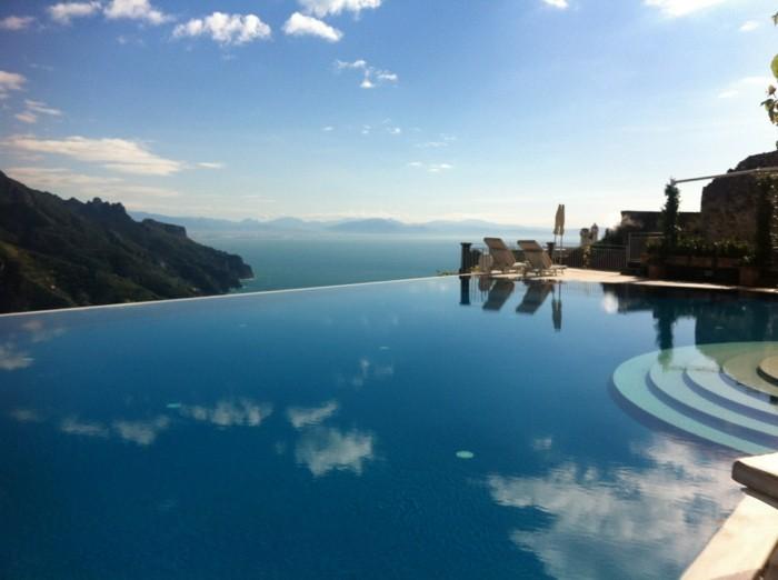 infinity pool in italien caruso hotel