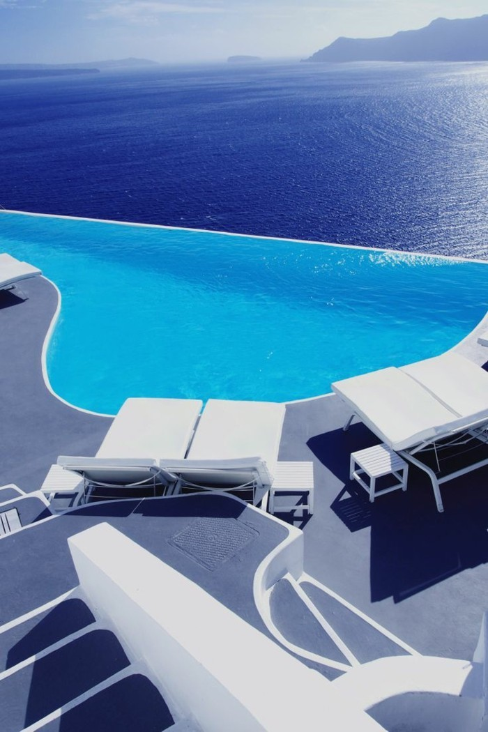 infinity pool katikies hotel in griechenland mit wunderschöner aussicht