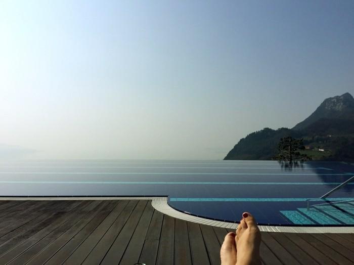 infinity pool welteit lefay resort and spa in italien