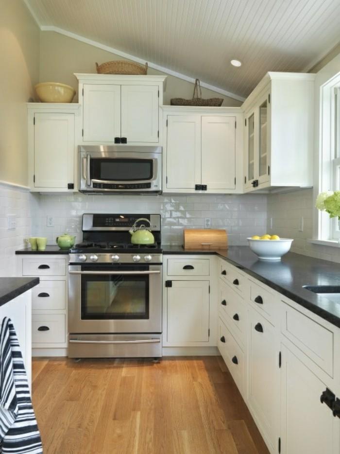küche l-form in weiß mit bodenbelag mit holzoptik