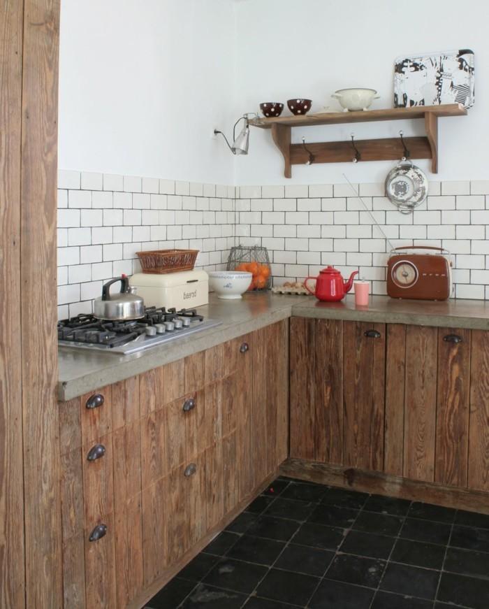 küche l-form mit rustikalem look und schwarze bodenfliesen