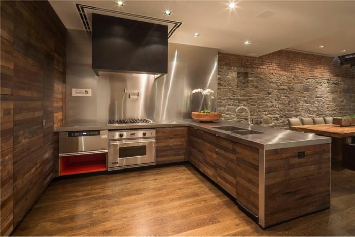 küche mit freigelegter ziegelwand