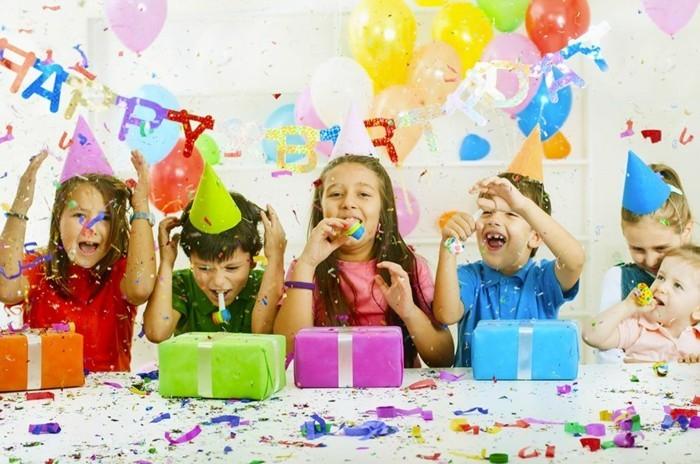 kindergeburtstag planen geschenke spiele