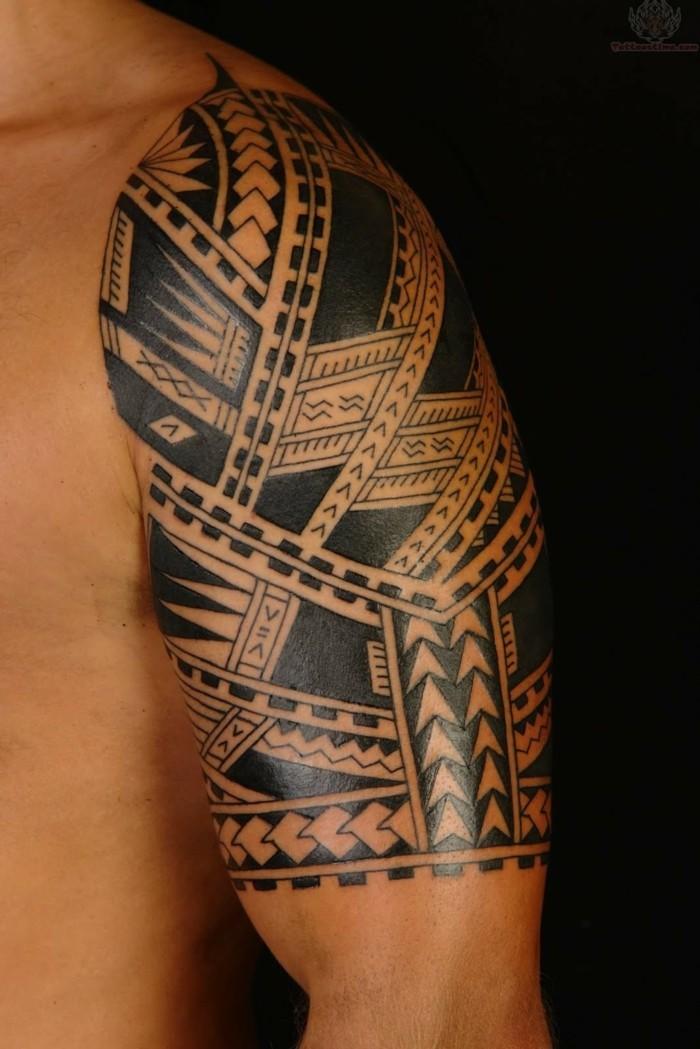 maori tattoos männer tätowierung oberarm