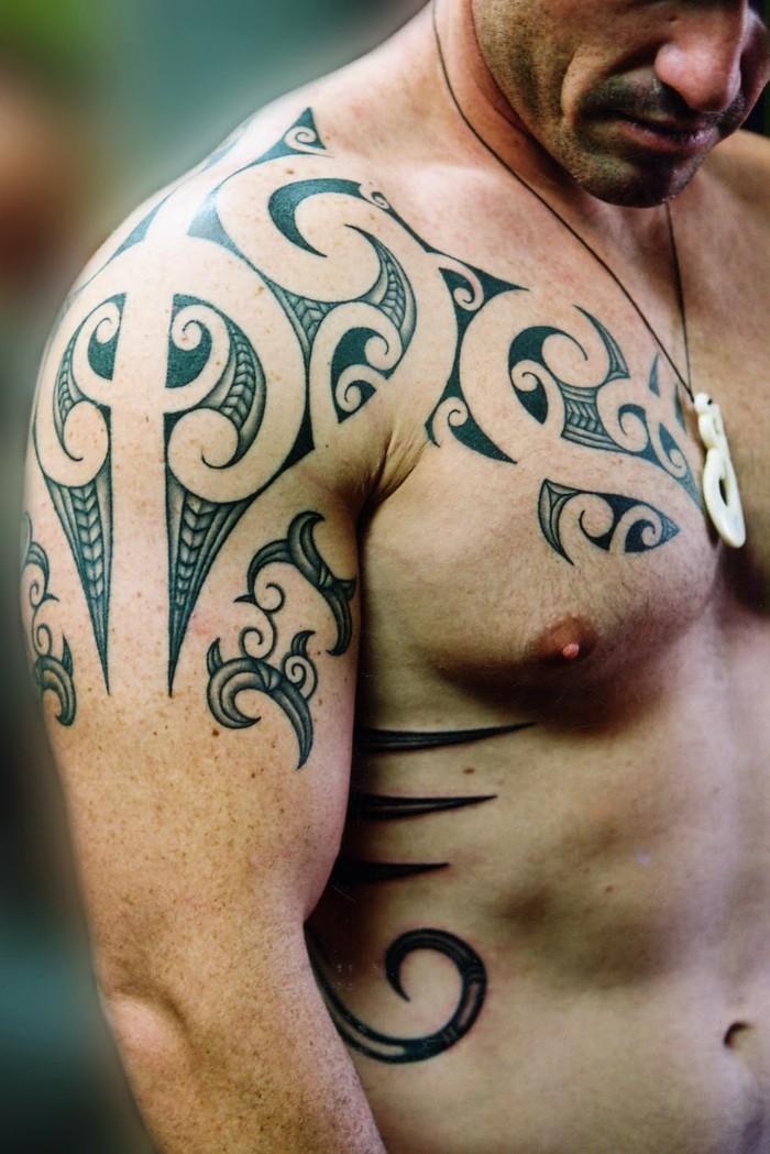 49 maori tattoo ideen die wichtigsten symbole und ihre bedeutung. Black Bedroom Furniture Sets. Home Design Ideas