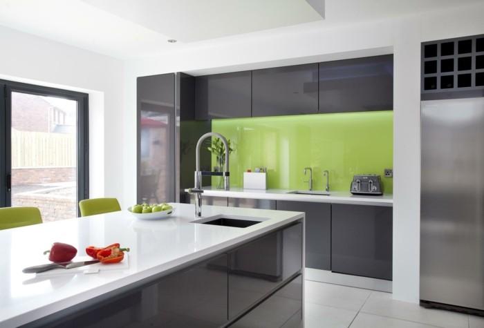 moderne küchen für farbkontraste in der küche sorgen
