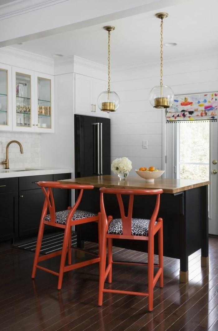 moderne küchen weiß schwarzes küchendesign mit orangen akzenten