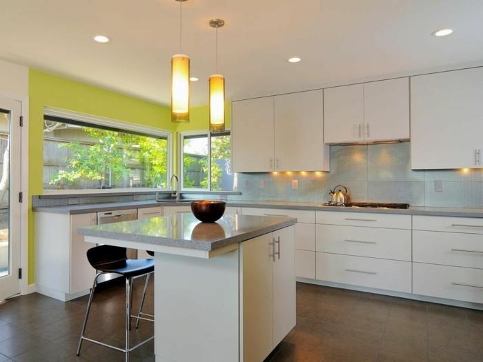 moderne küchen weiße küche mit grüner akzentwand