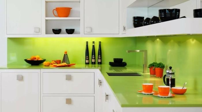 moderne küchen weiße küchenschränke und grüne arbeitsoberfläche