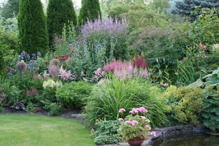 naturgarten mit wasserquelle