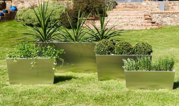 pflanzkasten aus edelstahl für den modernen garten