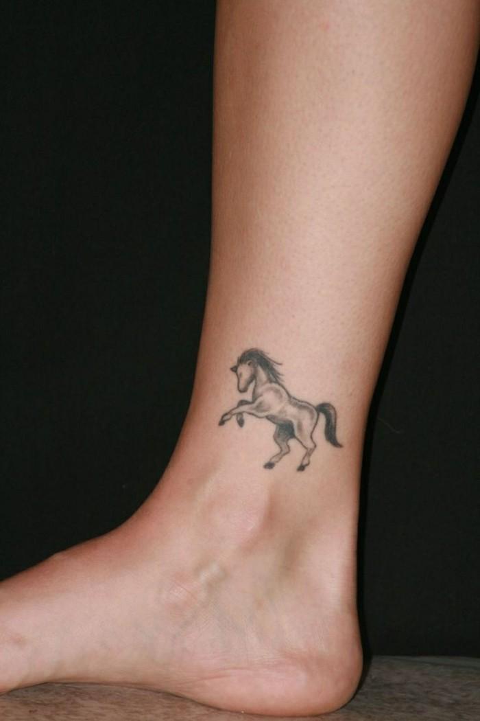 schöne tattoos für den knöchel ideen mit sternzeichen