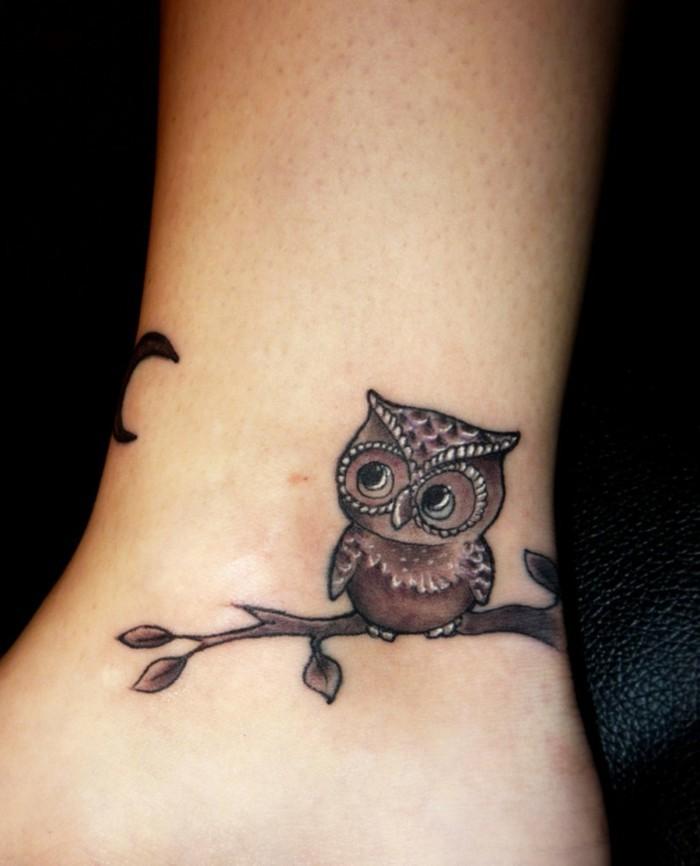 schöne tattoos für den knöchel eule und mond