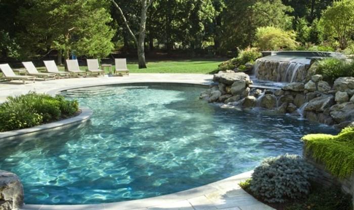 schwimmbad-sitzplätze-drum-herum